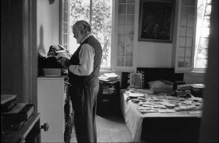 Hemingway en Finca Vigía. Foto: Kurt Hutton / Stringer.